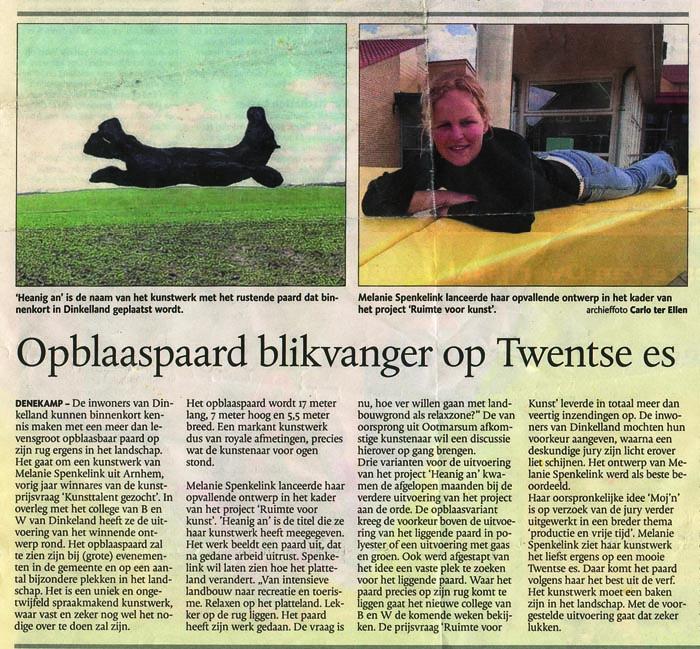 Opblaaspaard_blikvanger_op_Twentse_es_2apr2010_TCTubantia
